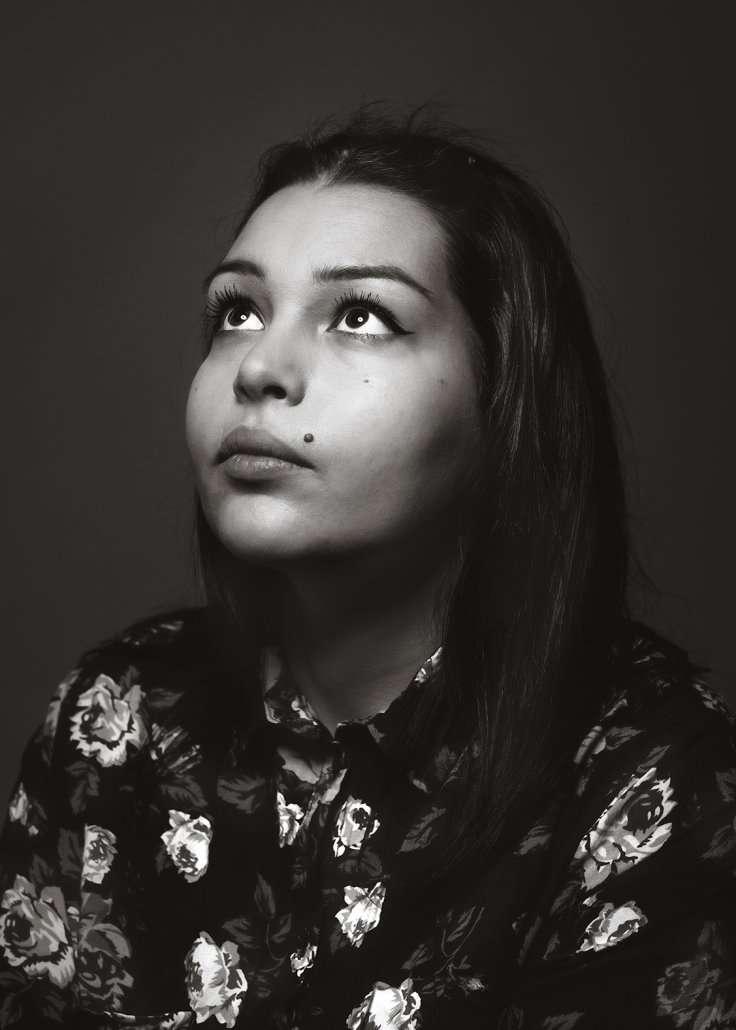 Flavio Romualdo Garofano fotografo ritratto di ragazza con occhi al cielo